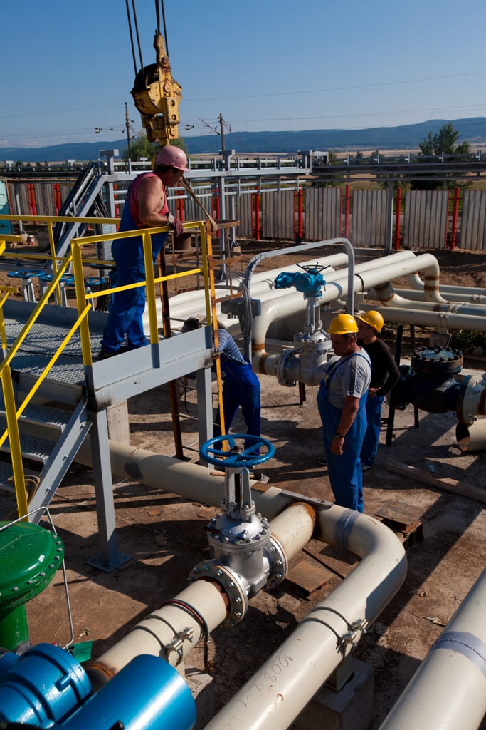Construction of technological pipe rack, pumping compartment and